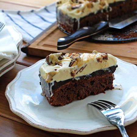 Snickatella Ice Cream Cake